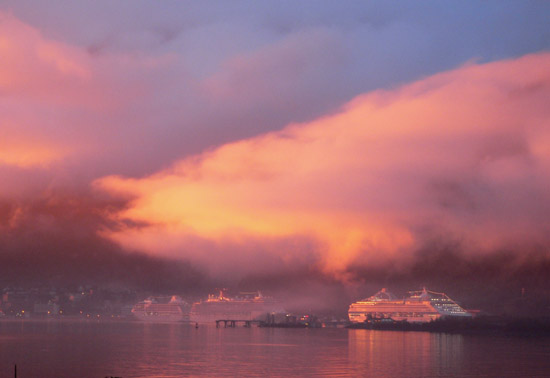 alaska-august-sunset-cruise-ships (43k image)