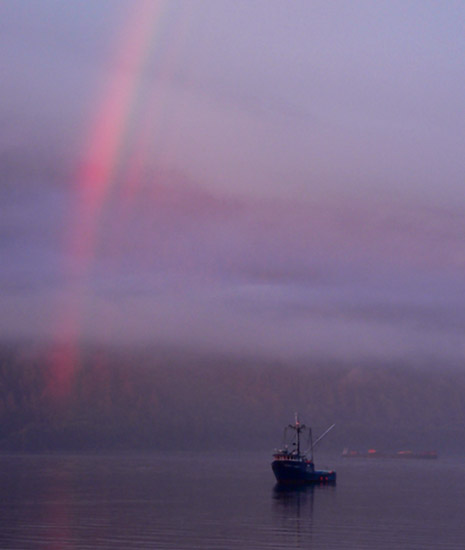 alaska-fishing-boat-triple-rainbow (36k image)