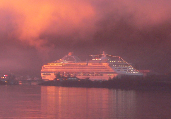 alaska-juneau-cruise-ship-pink-sunset2 (52k image)