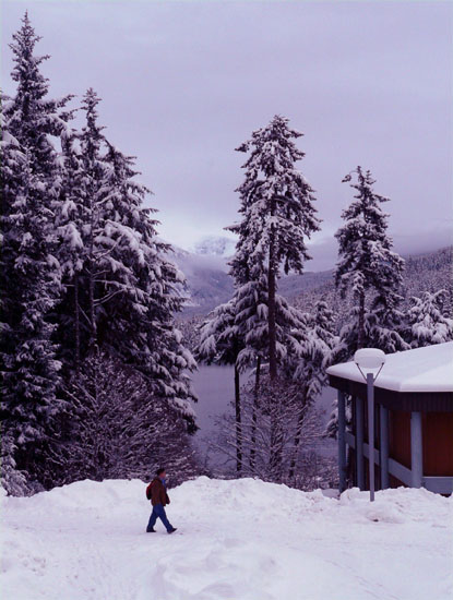 auk-lake-snowy-student (83k image)