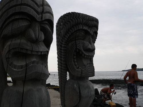 boys-fishing-place-of-refuge-hawaii (45k image)