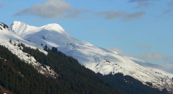 clouds-snowy-alaska-mountains (46k image)