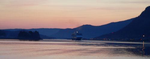 cruise-ship-mayflower-island (27k image)
