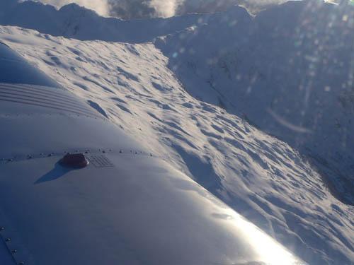 gustavus-by-plane-mountains (45k image)
