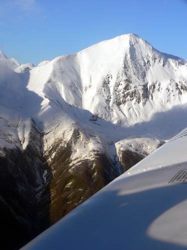 gustavus-by-plane-mountains2 (44k image)
