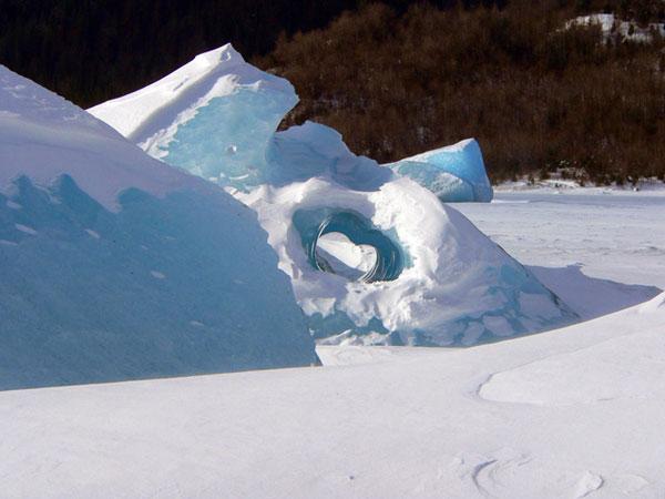 icebergs-juneau-alaska-heart-shaped (77k image)